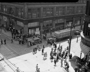 1930s_Toronto_YongeandQueenSt