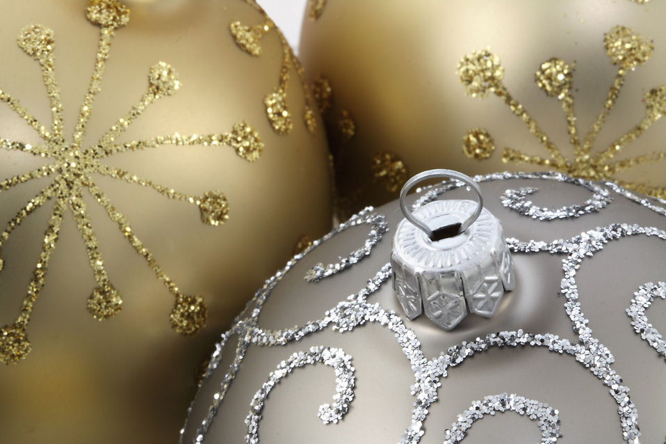9077-close-up-of-gold-and-silver-christmas-ornaments-pv